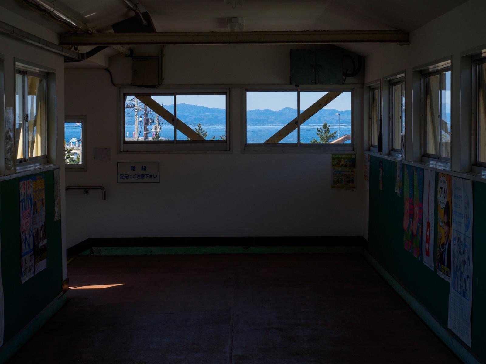 浅虫温泉駅の跨線橋から見える青森湾