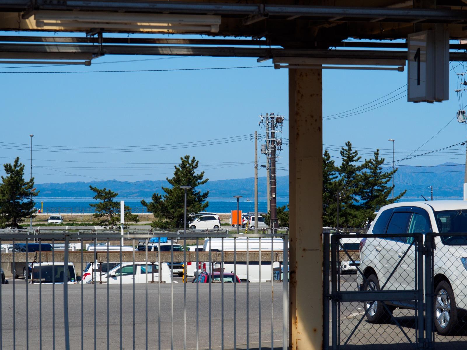 浅虫温泉駅のホームから見える青森湾
