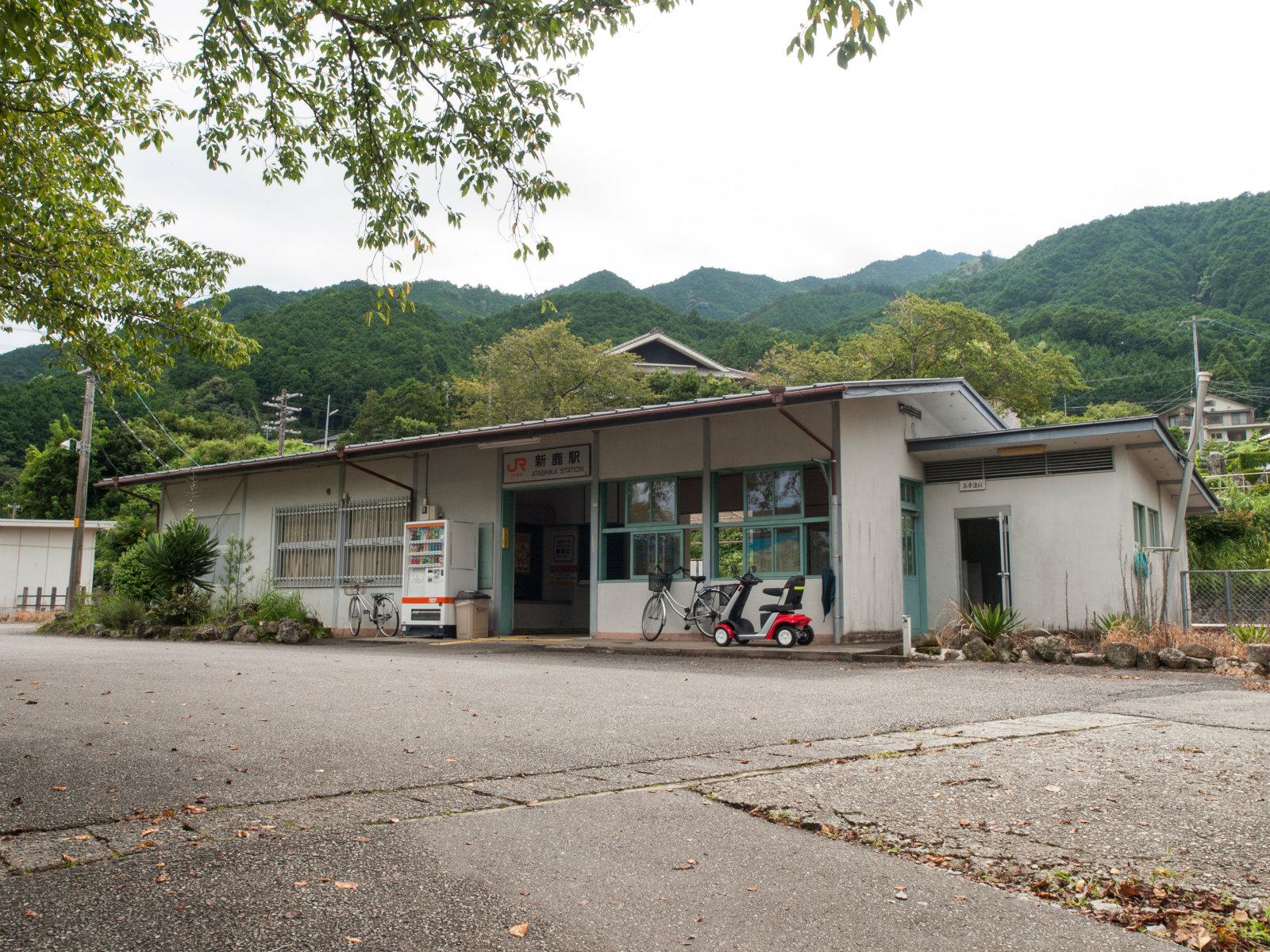 新鹿駅の駅舎