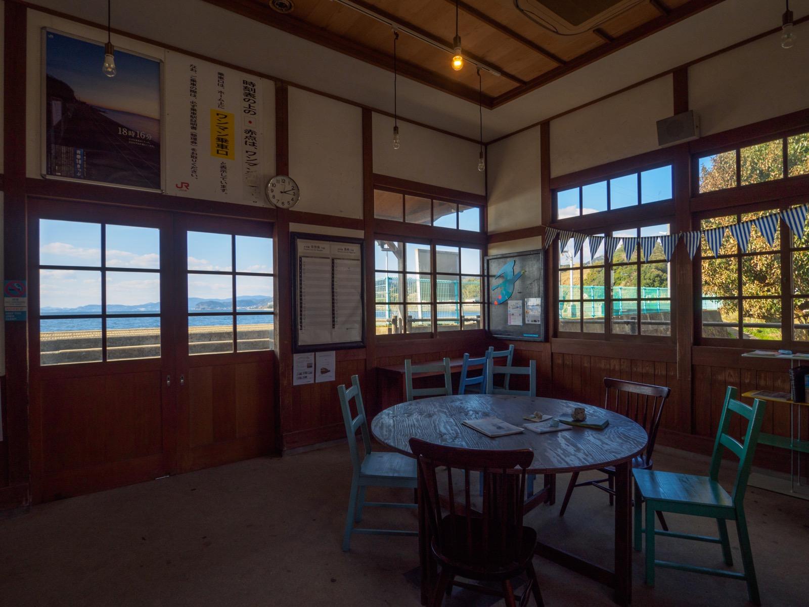 千綿駅の待合室(2016年2月)