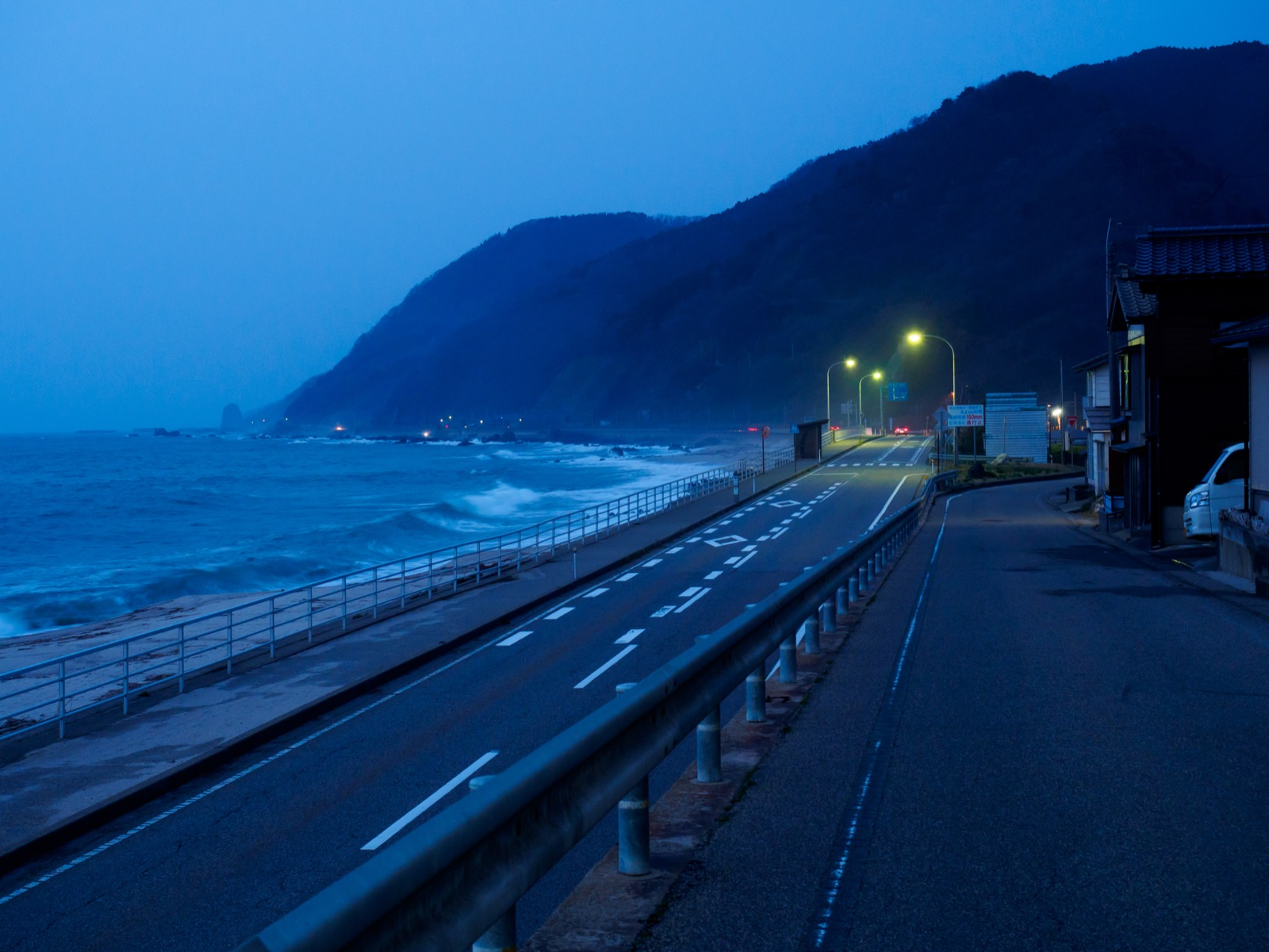 越後寒川駅周辺の国道345線と日本海