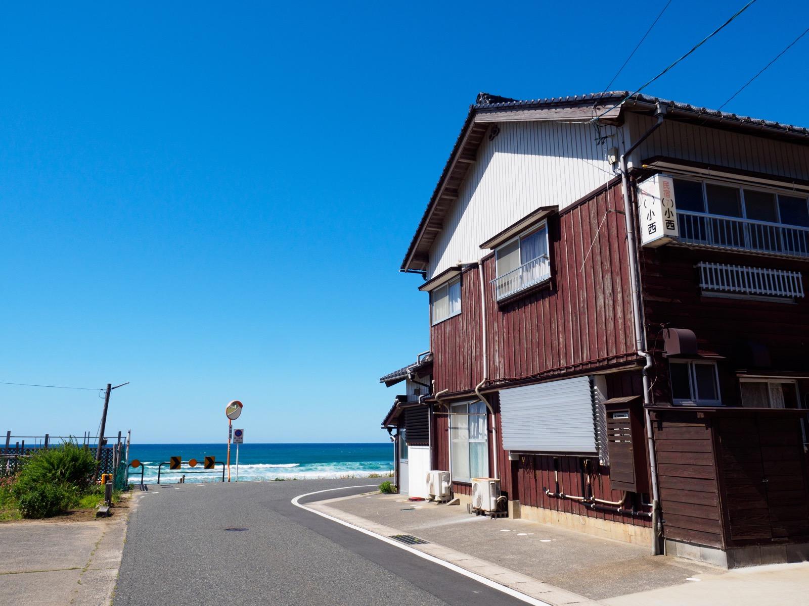 東浜駅前の民宿「東浜7号宿舎(小西)」