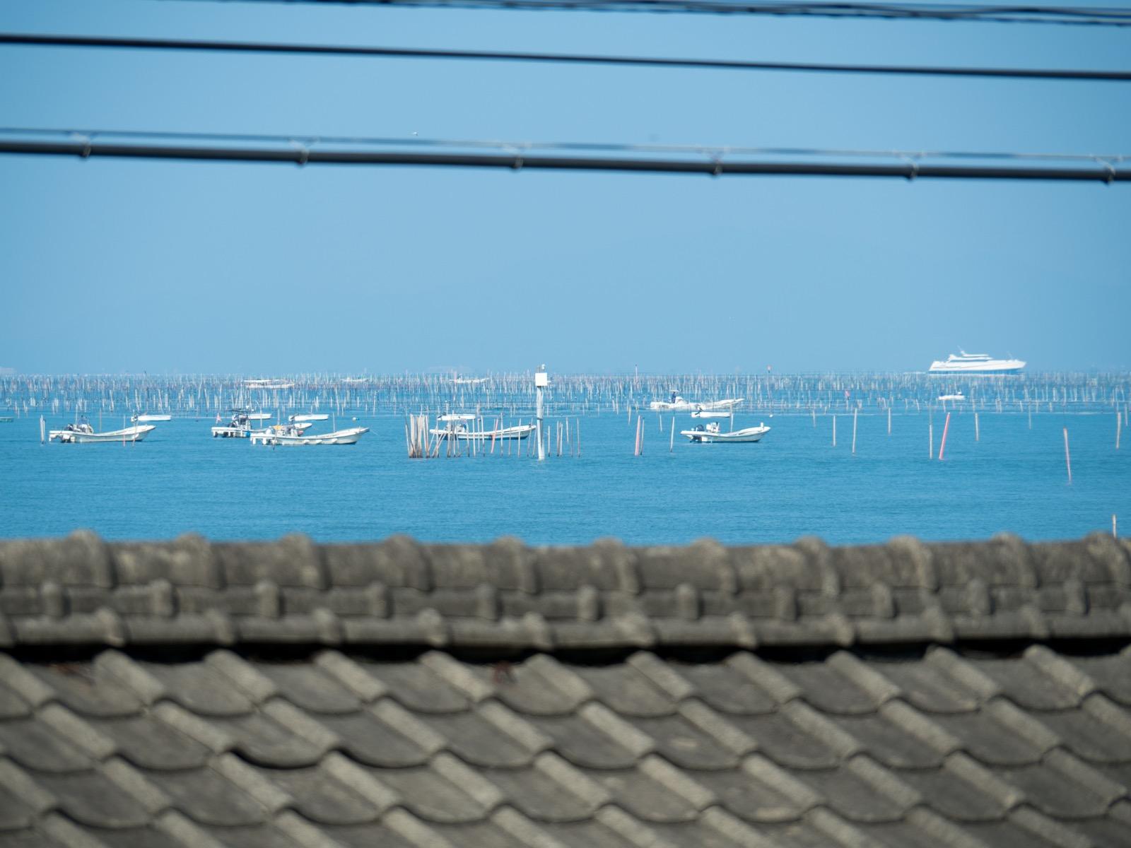 肥後長浜駅から見た有明海と熊本フェリー
