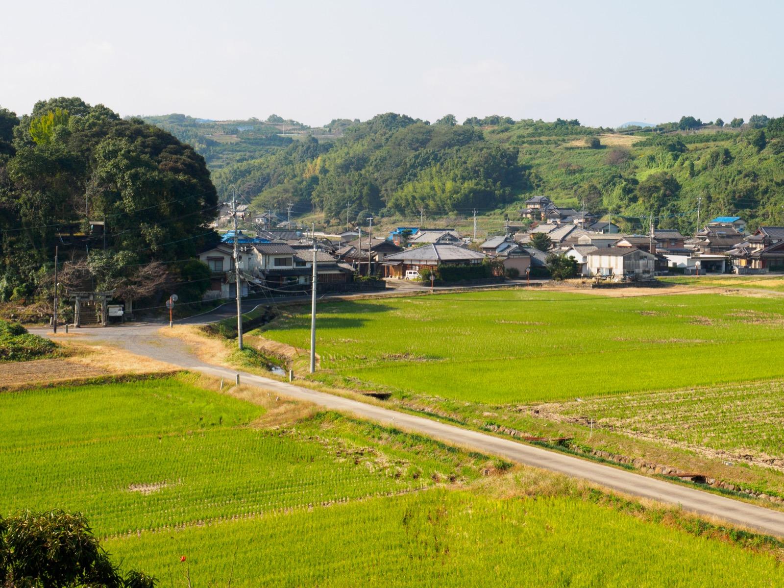 肥前七浦駅の西側の風景