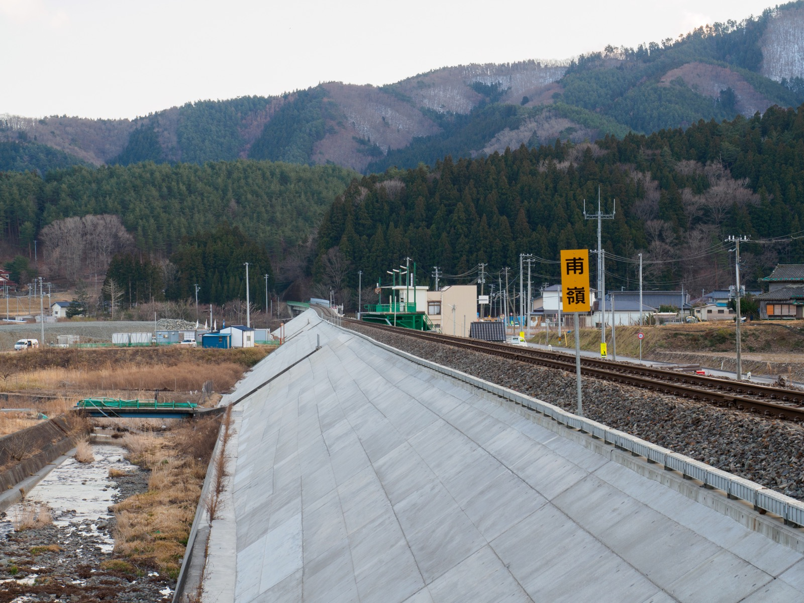 三陸鉄道南リアス線の築堤と甫嶺駅