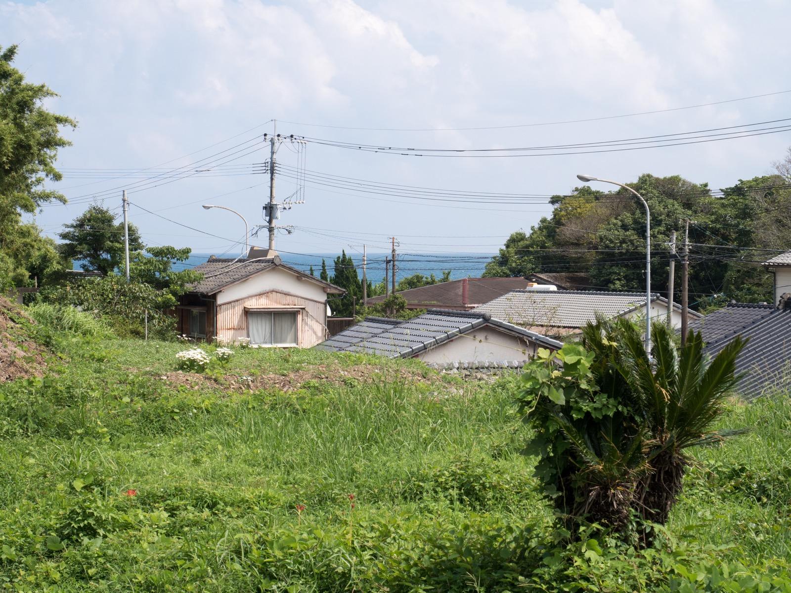 伊比井駅のホームから見た太平洋