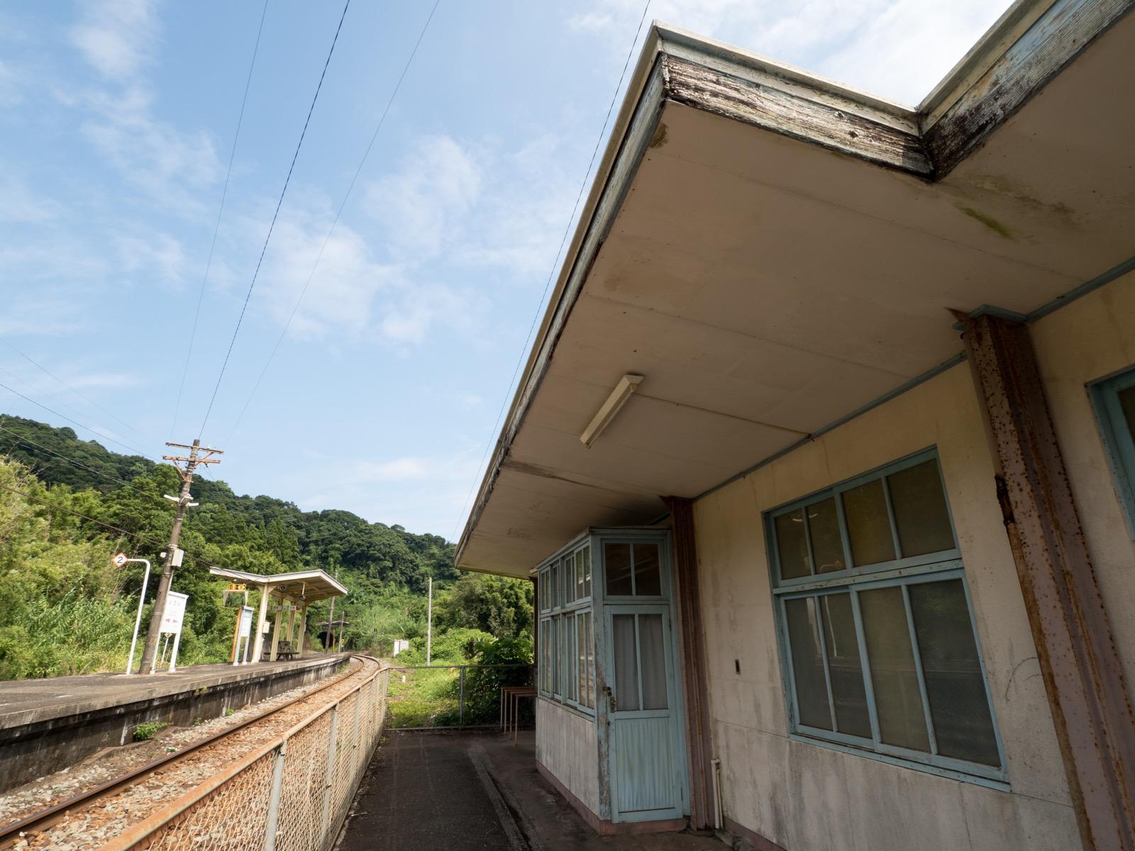 伊比井駅の駅舎