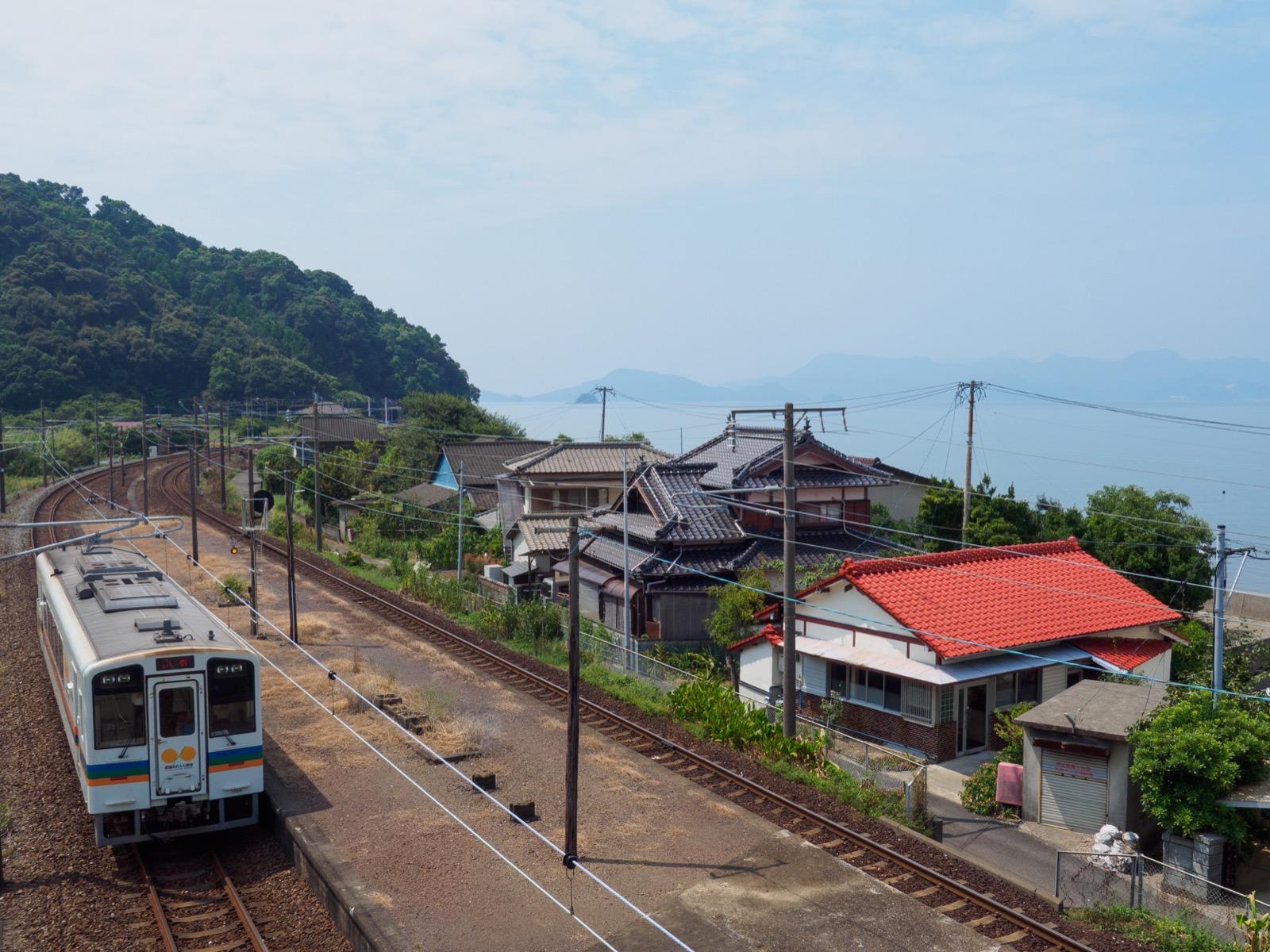上田浦駅と八代海