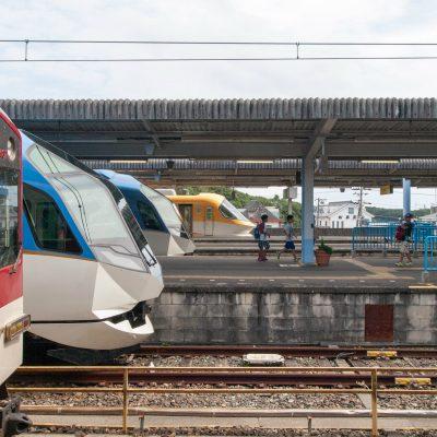 再び駅に戻ると、特急列車たちが顔を並べていました。子どもたちにも人気です。