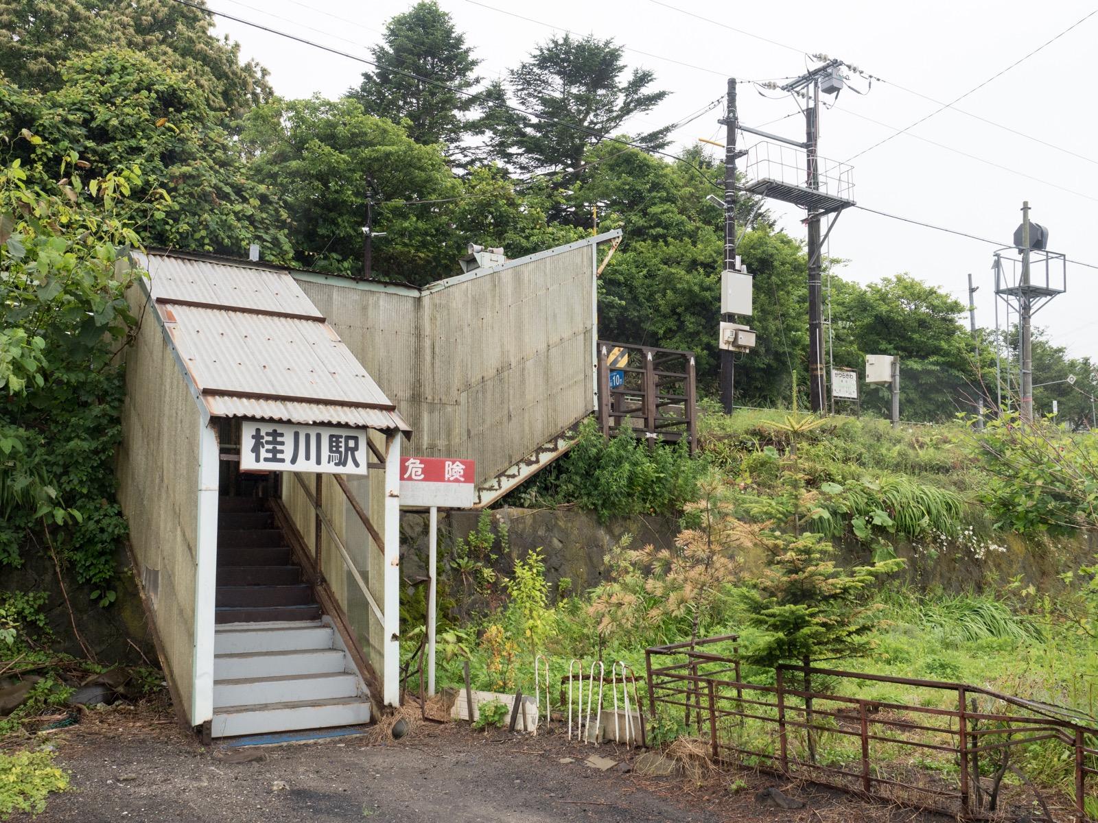 桂川駅の出入口