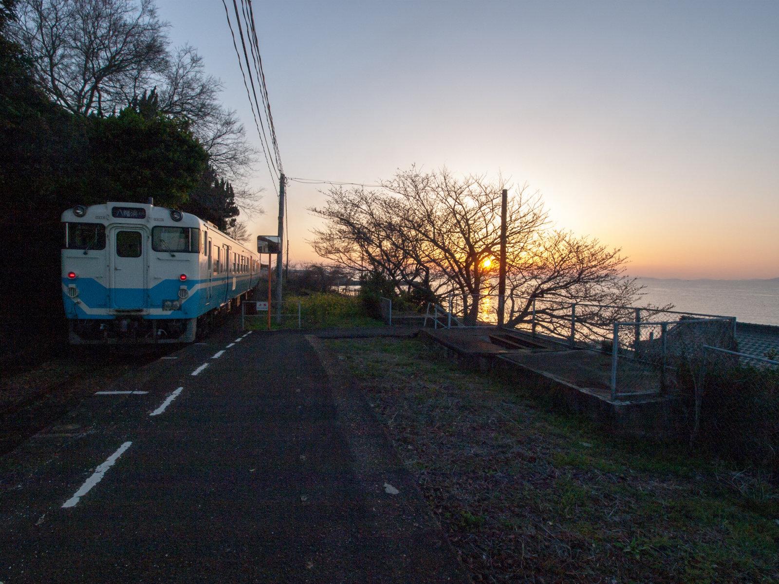 乗ってきた八幡浜行の列車。降りたのは私ともう一人だけでした。