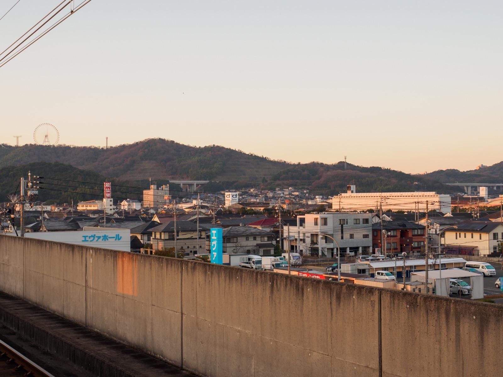 児島駅のホームから見た市街地