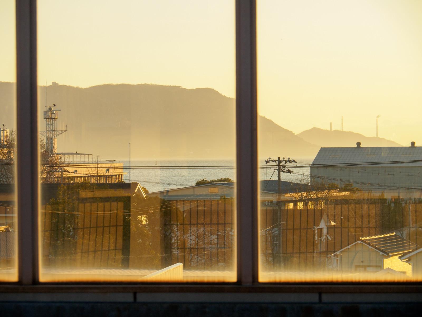 児島駅のホームから見た瀬戸内海