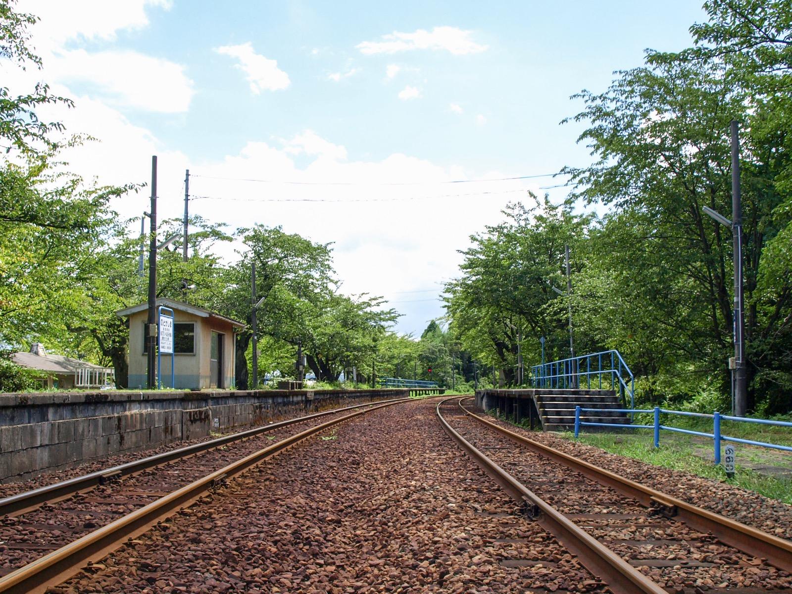 夏の能登鹿島駅(能登さくら駅)のホーム