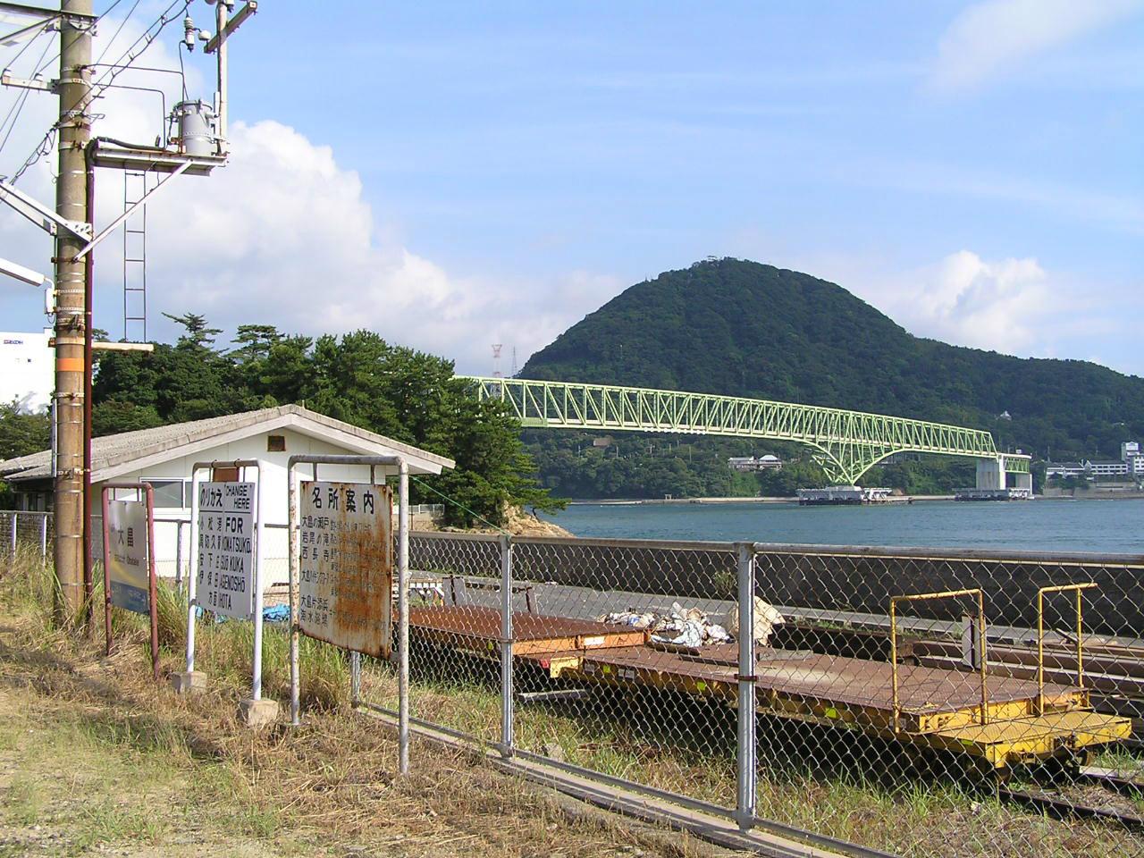 大畠駅から見た周防大島(屋代島)と大島大橋