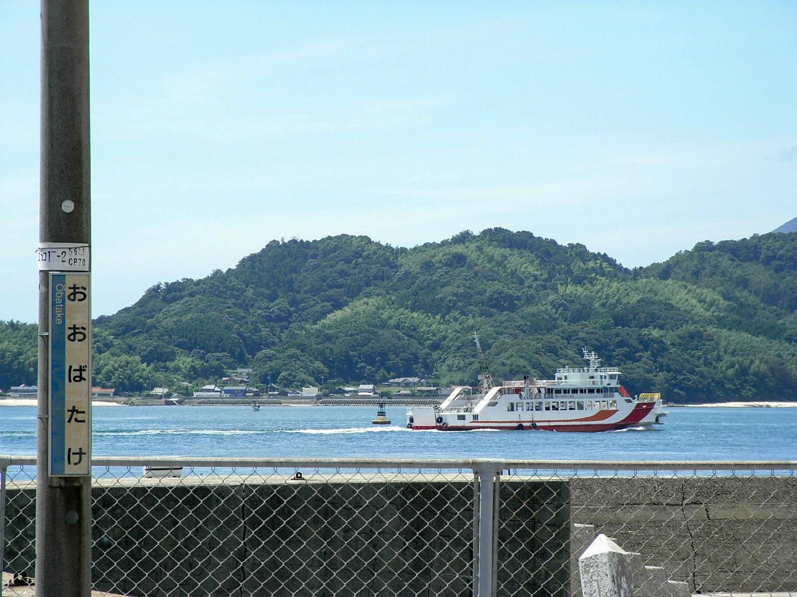 大畠駅から見た瀬戸内海とフェリー「オレンジライン」
