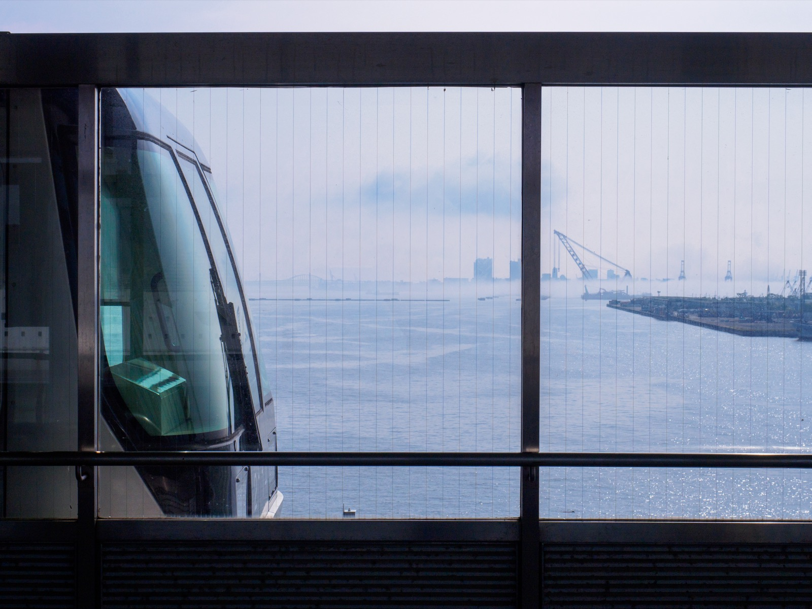 ポートターミナル駅から見る神戸港