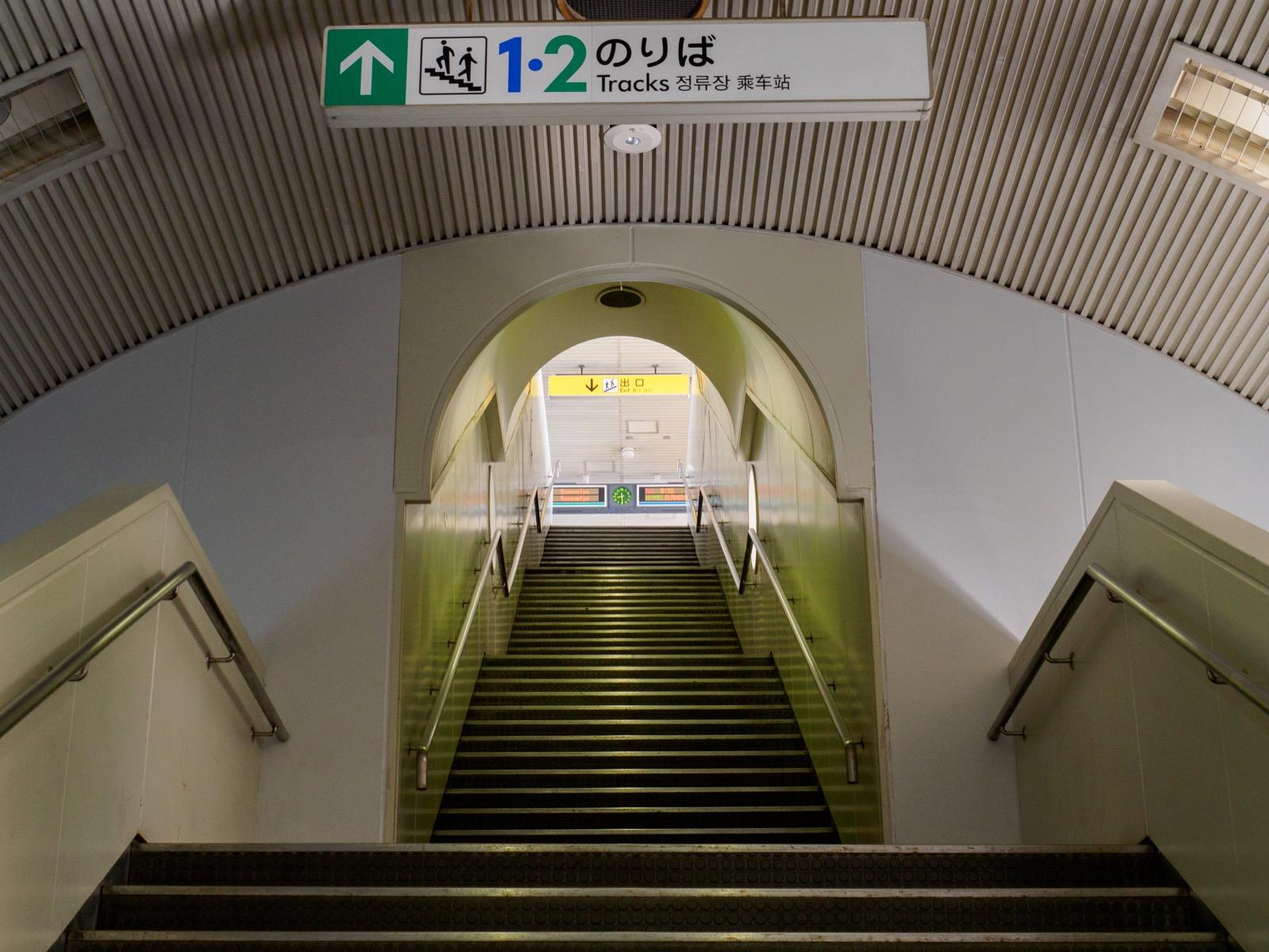 ポートターミナル駅の階段