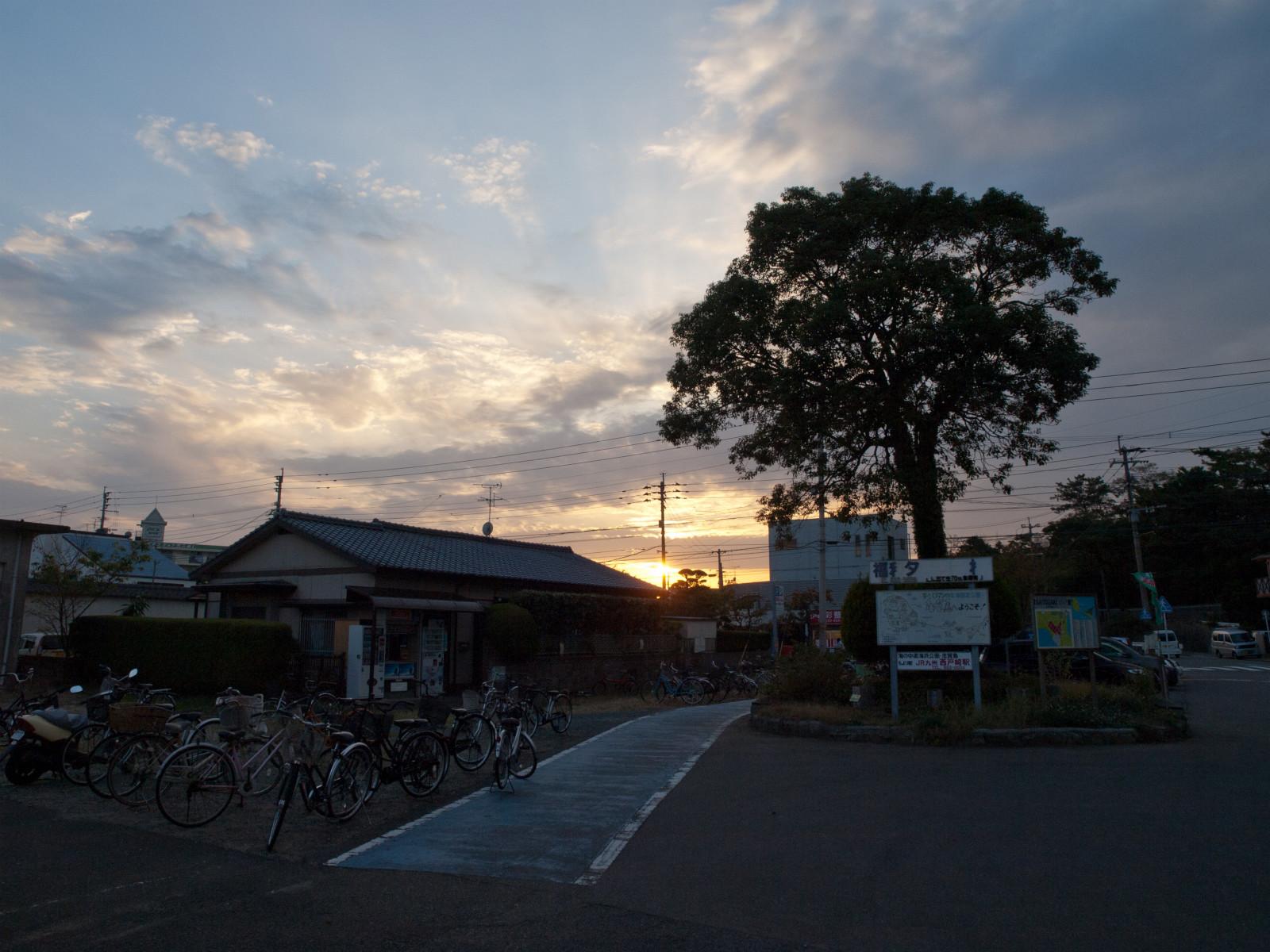 西戸崎駅前