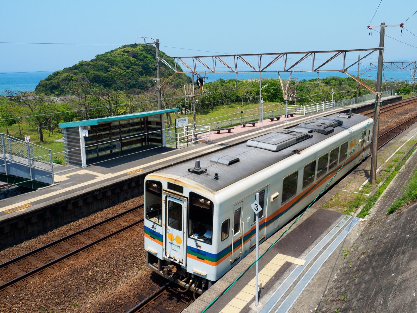 薩摩高城駅と東シナ海