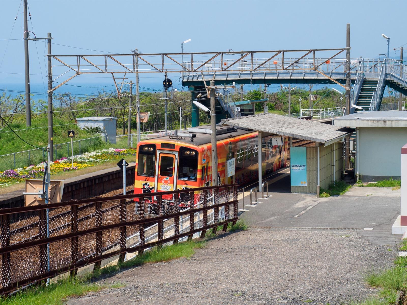 国道3号線から見た薩摩高城駅の入口