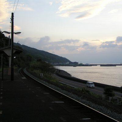 宇和島方面を向く。段々日が暮れてゆきます。