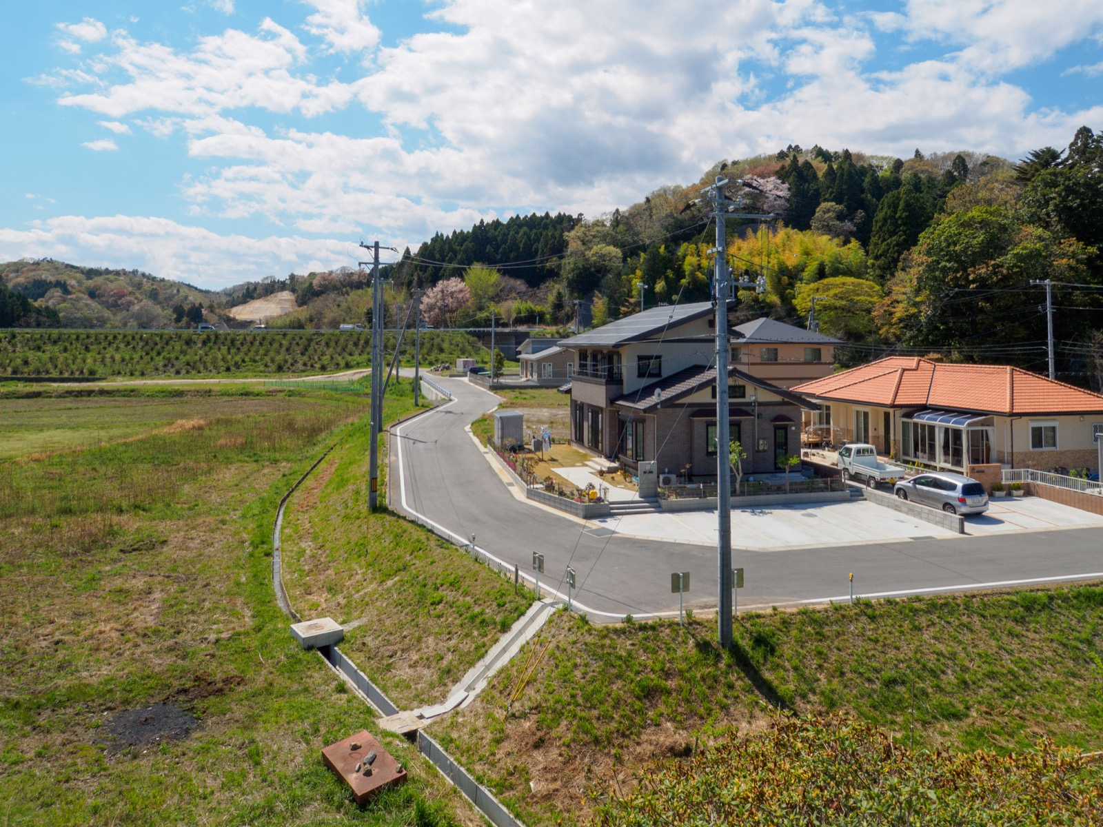 末続駅のホームから見る山側の風景(2017年4月)