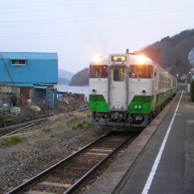女川行きの列車がやってきました。隣が終点なので、またすぐに折り返して戻ってきます。