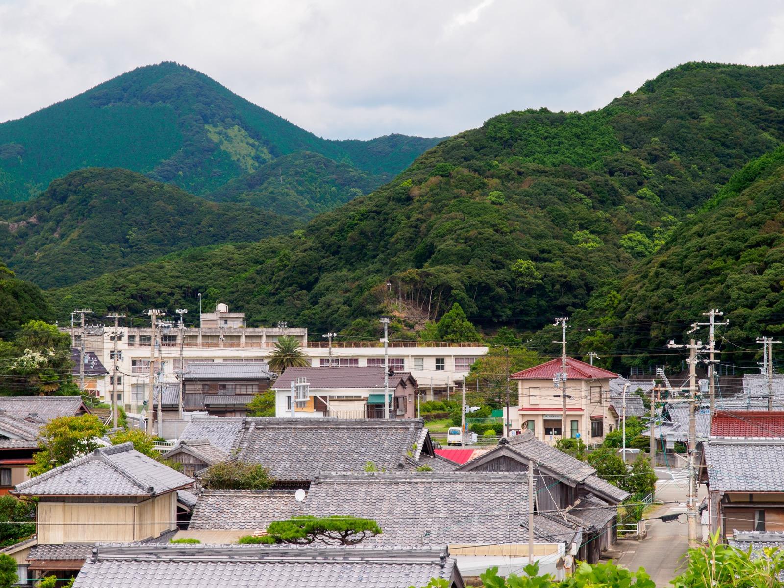 和深駅から見た集落
