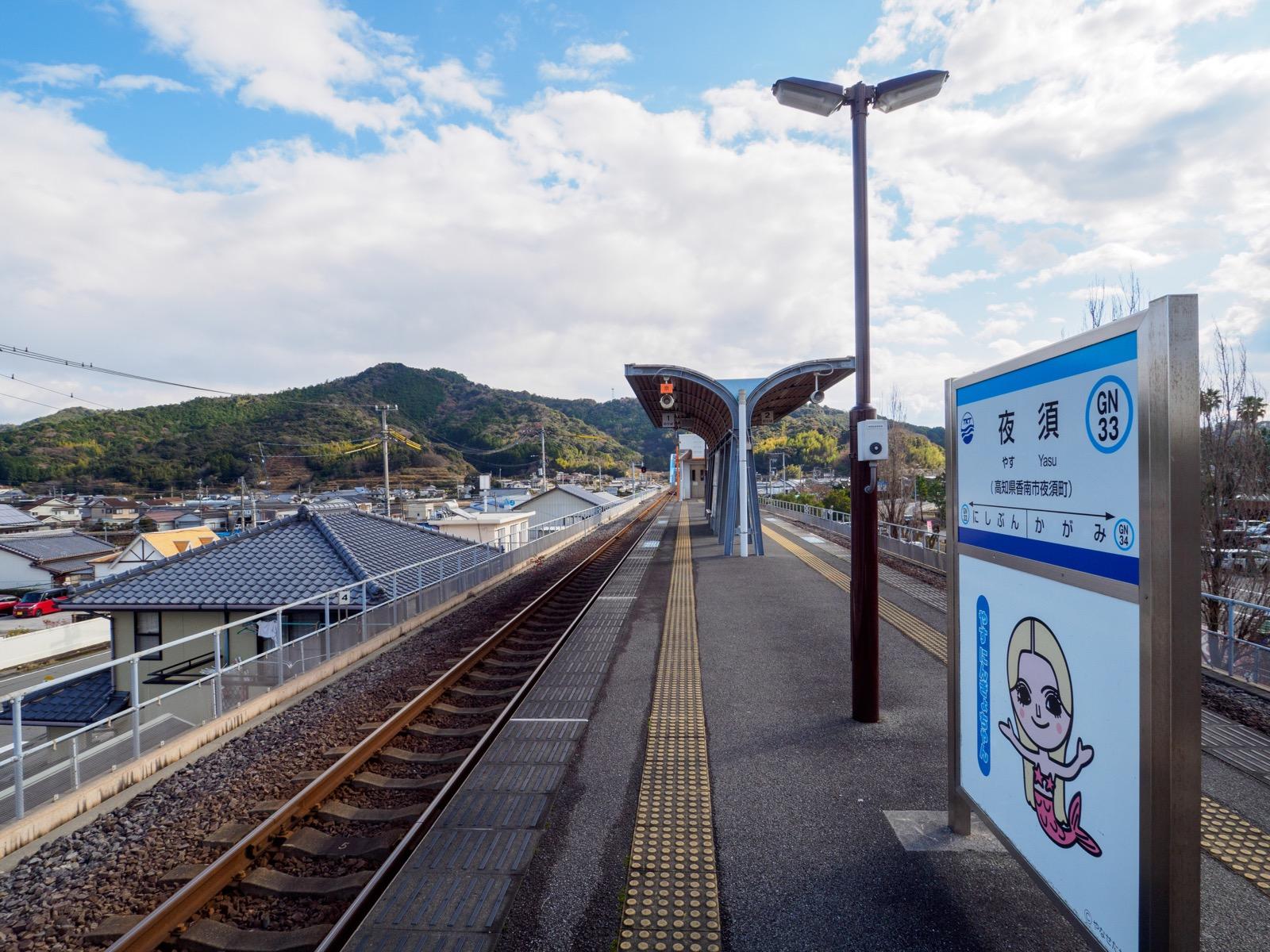 夜須駅のホーム