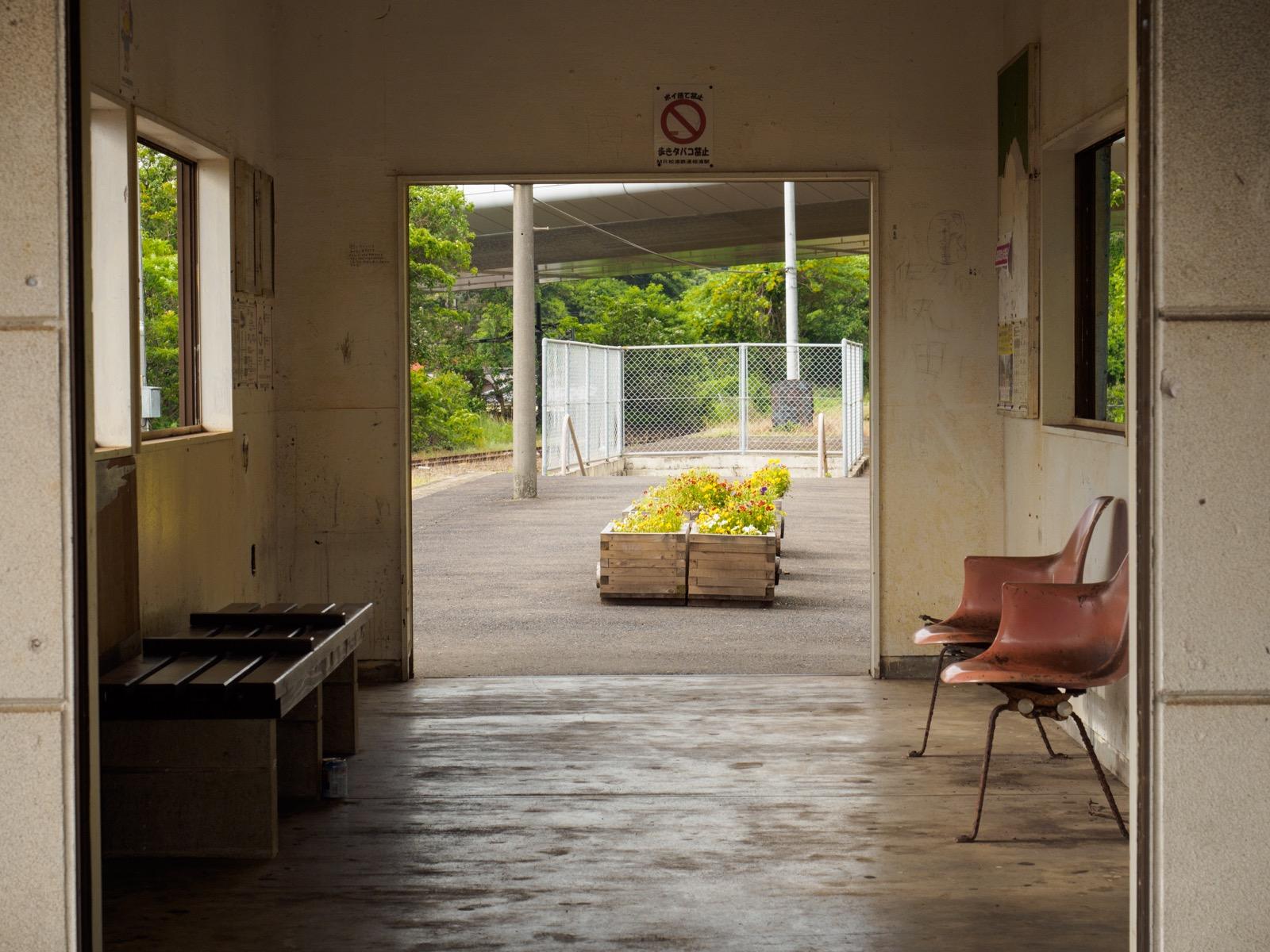 相浦駅の待合室
