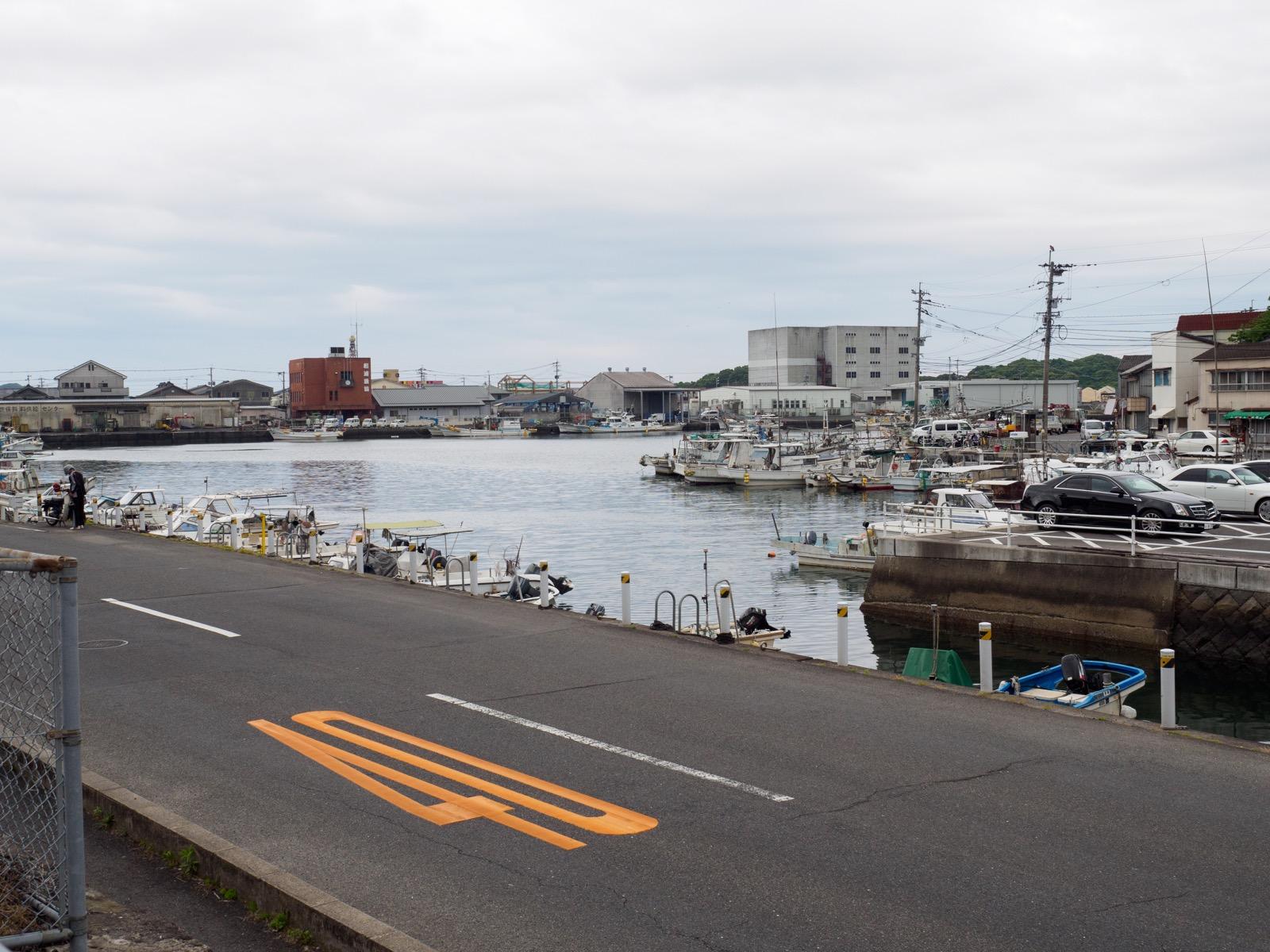 相浦駅前から見た相浦港