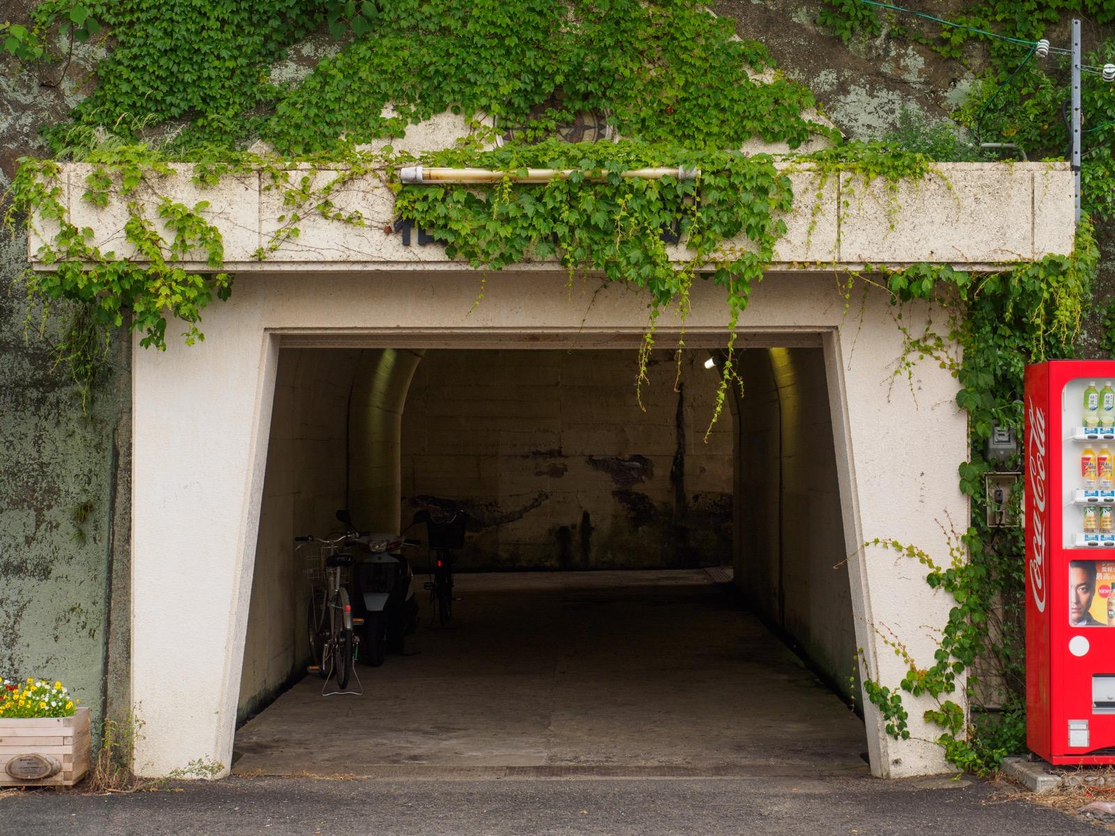 相浦駅の入口