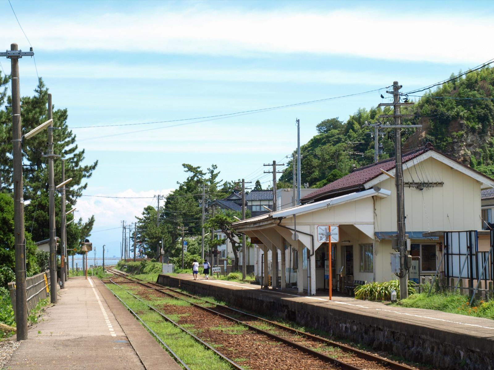 雨晴駅のホーム