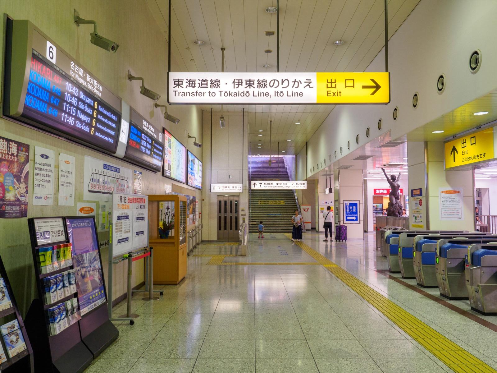 東海道新幹線熱海駅のコンコース(2016年5月)