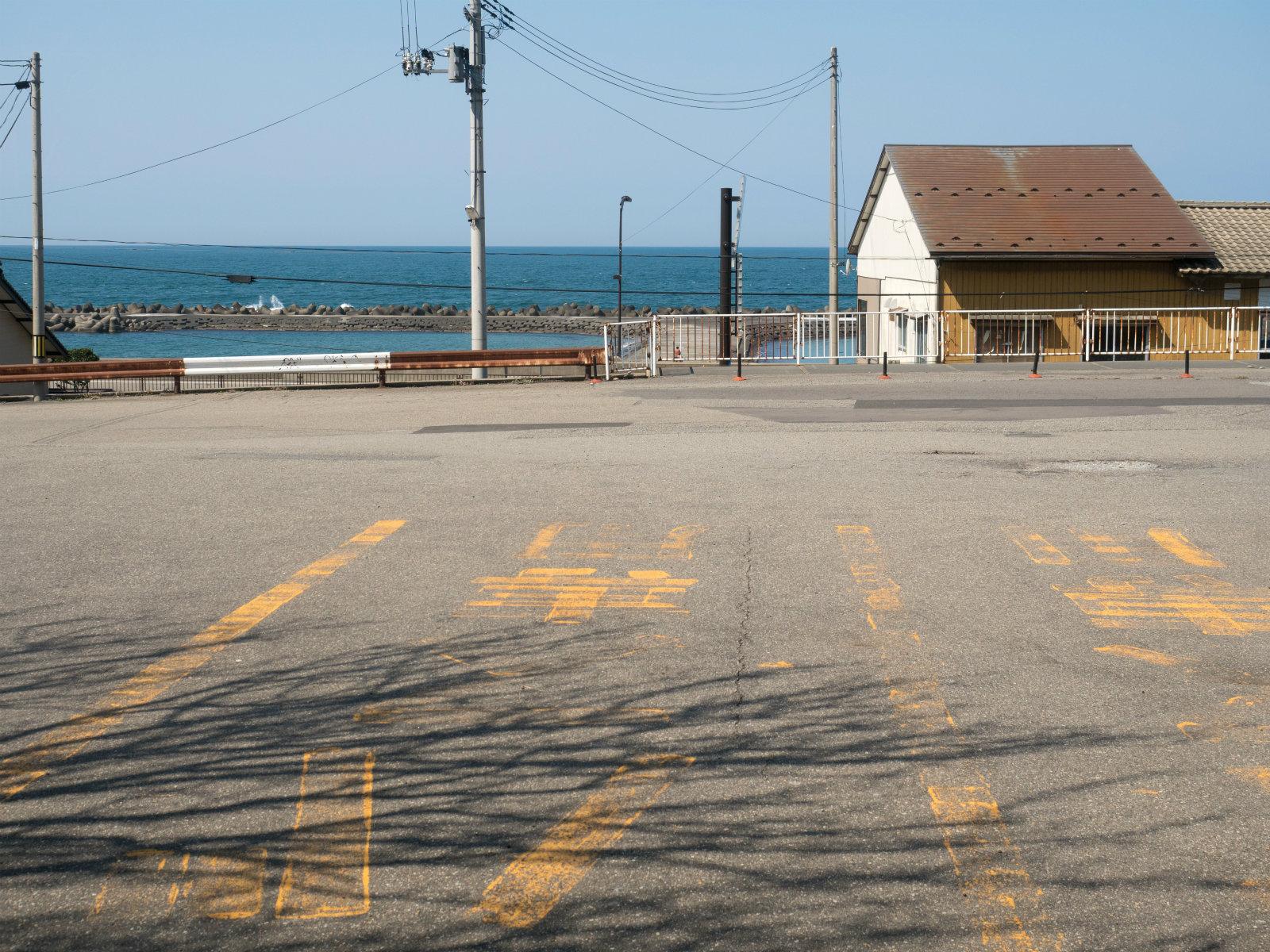 あつみ温泉駅から見た日本海