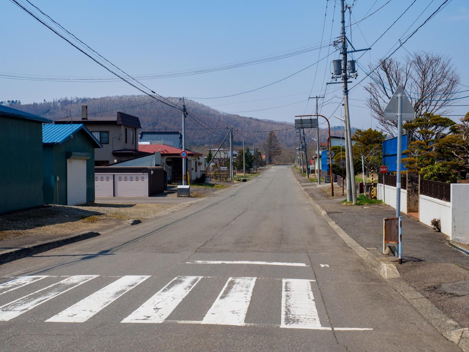 厚内駅前の道路