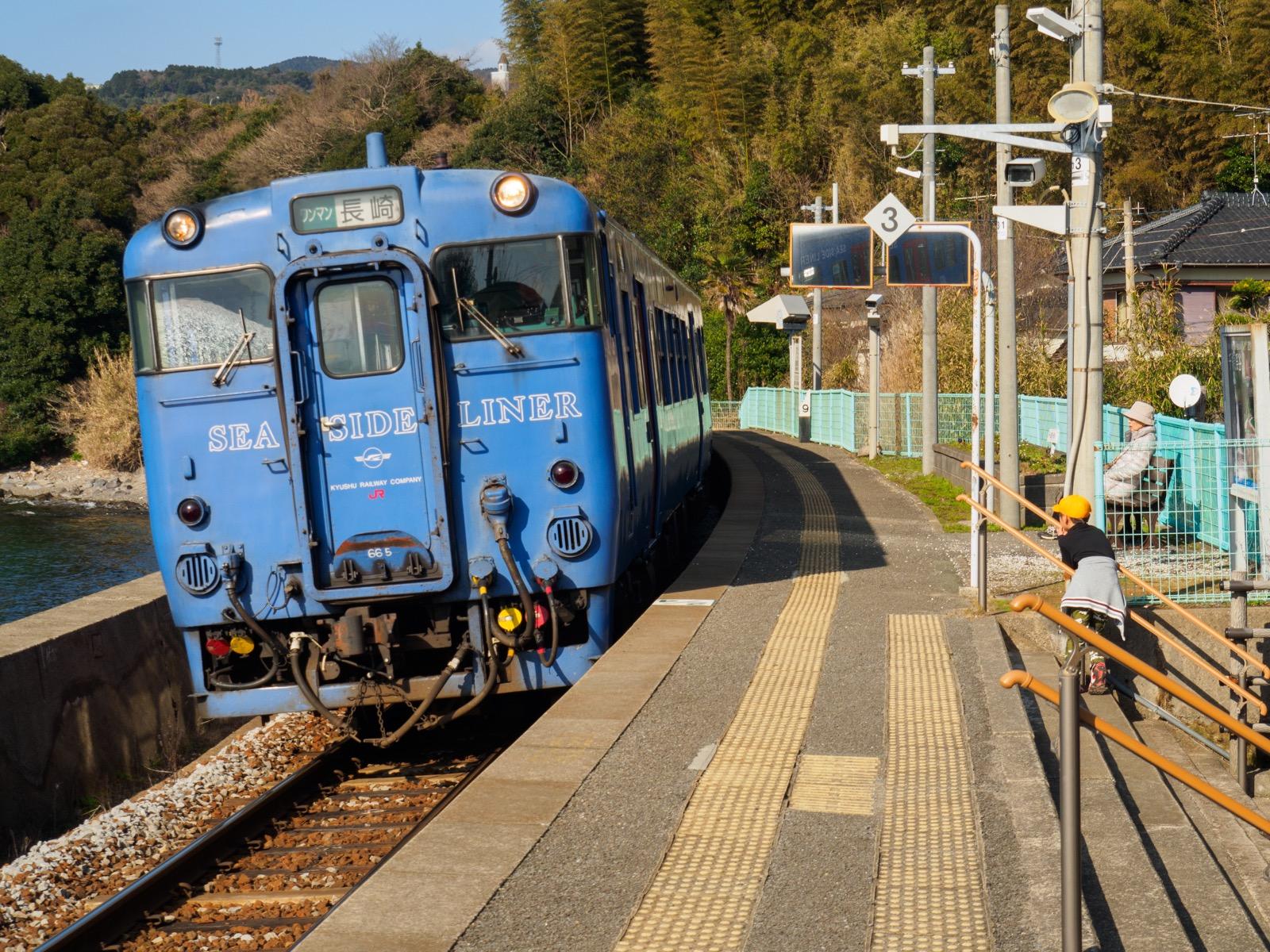 千綿駅に到着する列車