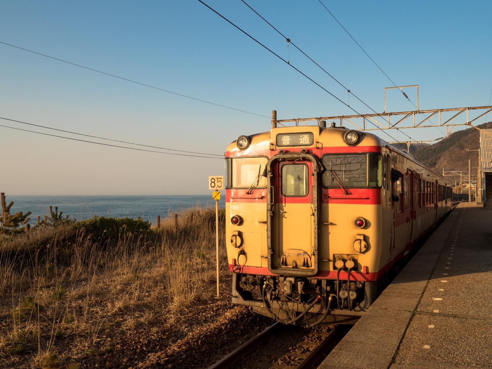 越後寒川駅から見る日本海