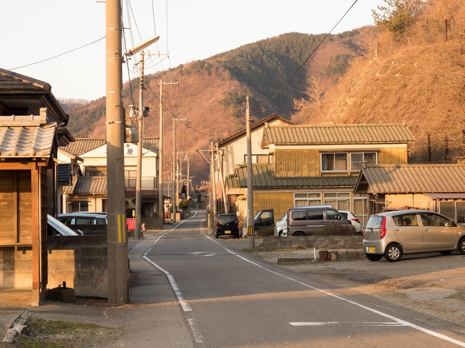 越後寒川駅の駅前風景