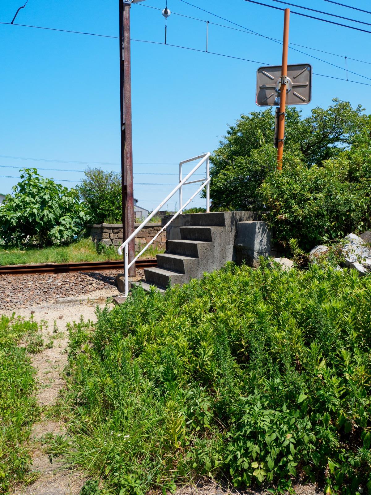 房前駅の裏口