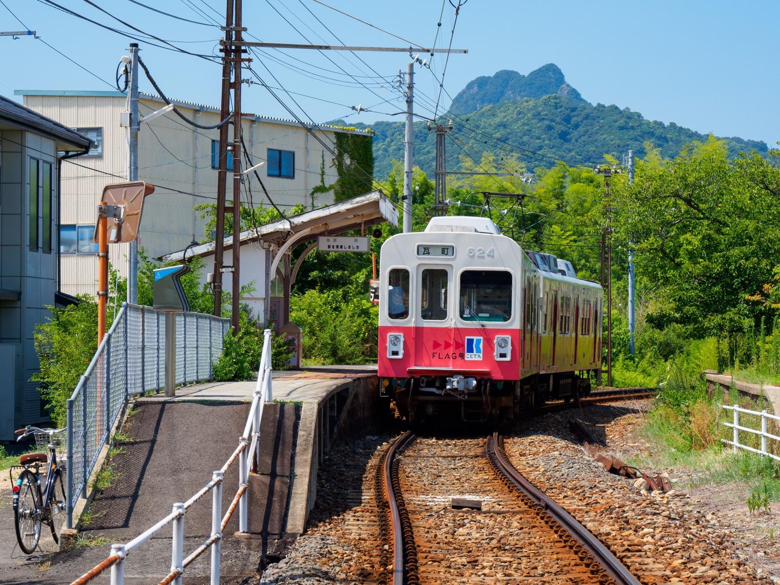 房前駅と五剣山