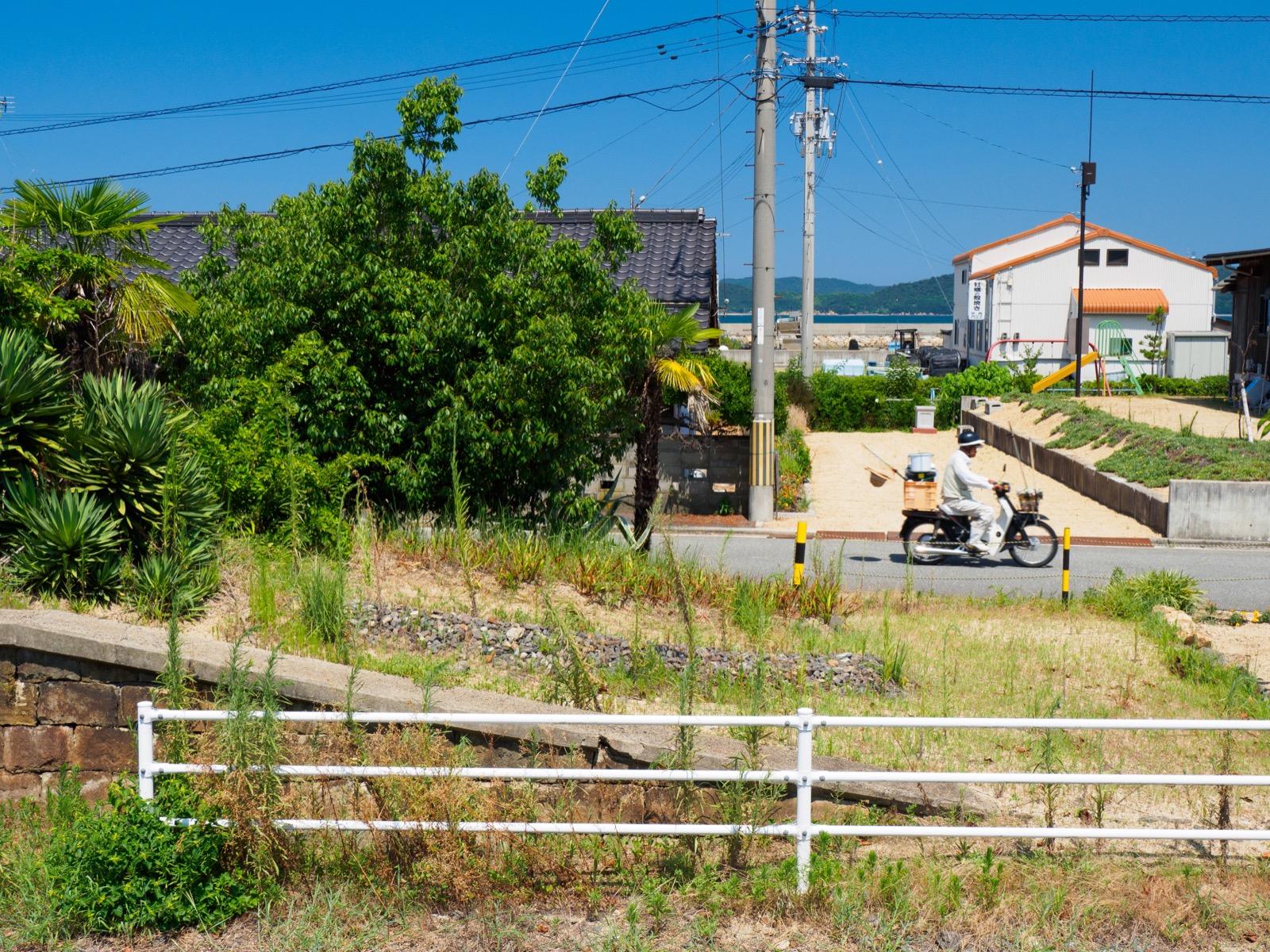 房前駅から見る志度湾