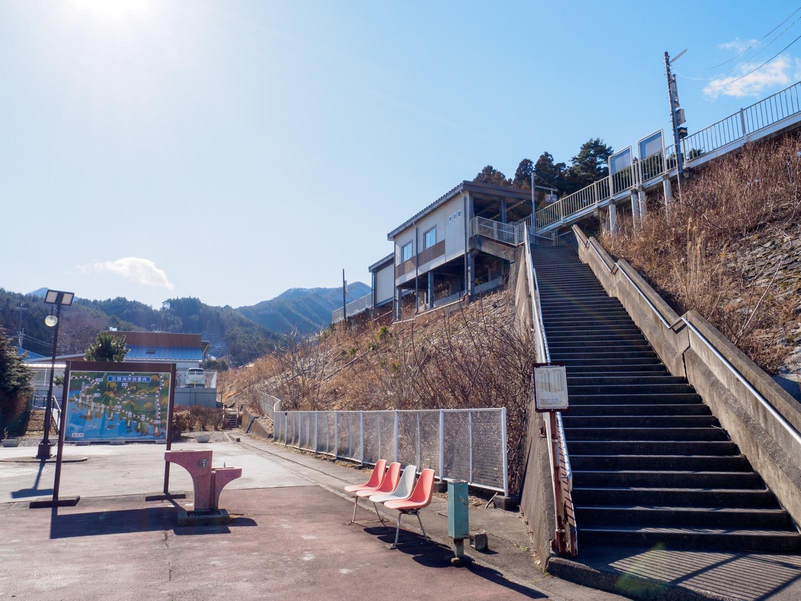 平田駅の全景