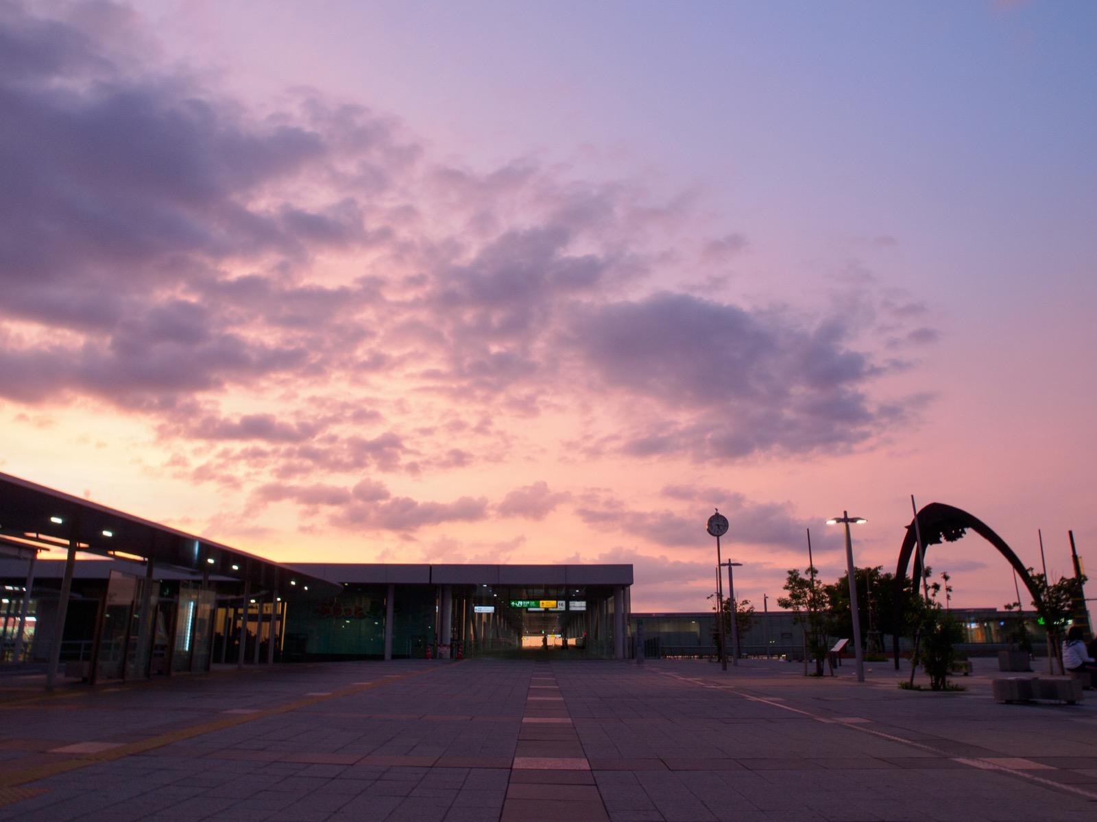 早朝の日立駅