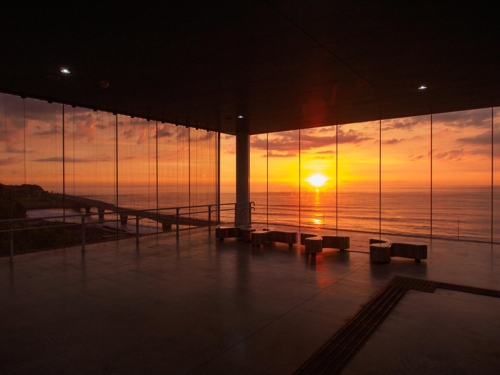 日立駅の展望イベントホールから見た日の出