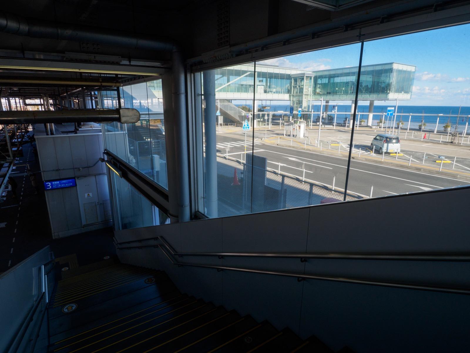 日立駅のホームにある階段