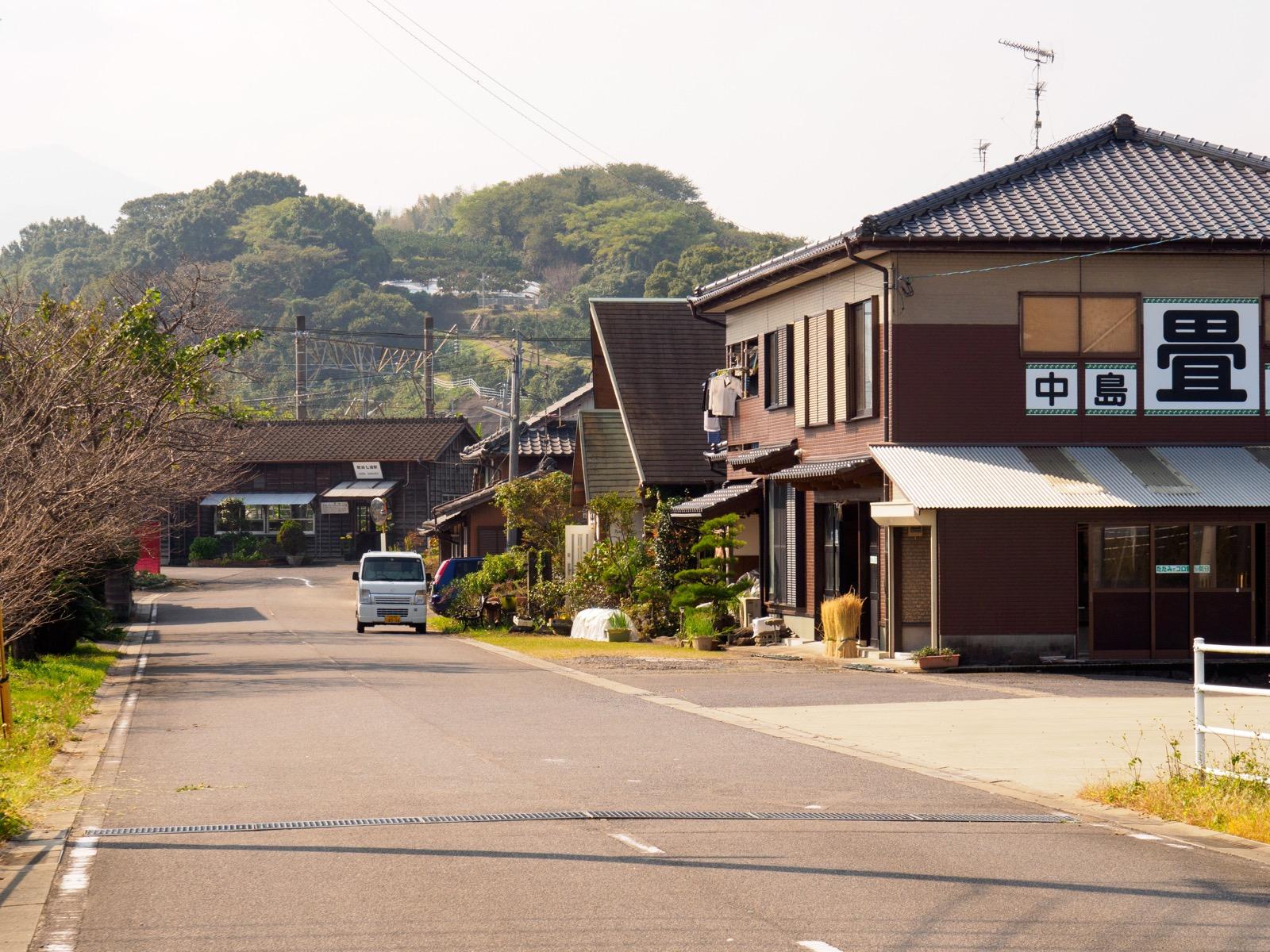 肥前七浦駅前の佐賀県道230号線