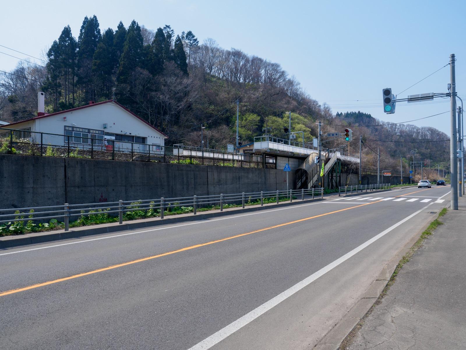 国道5号から見た本石倉駅