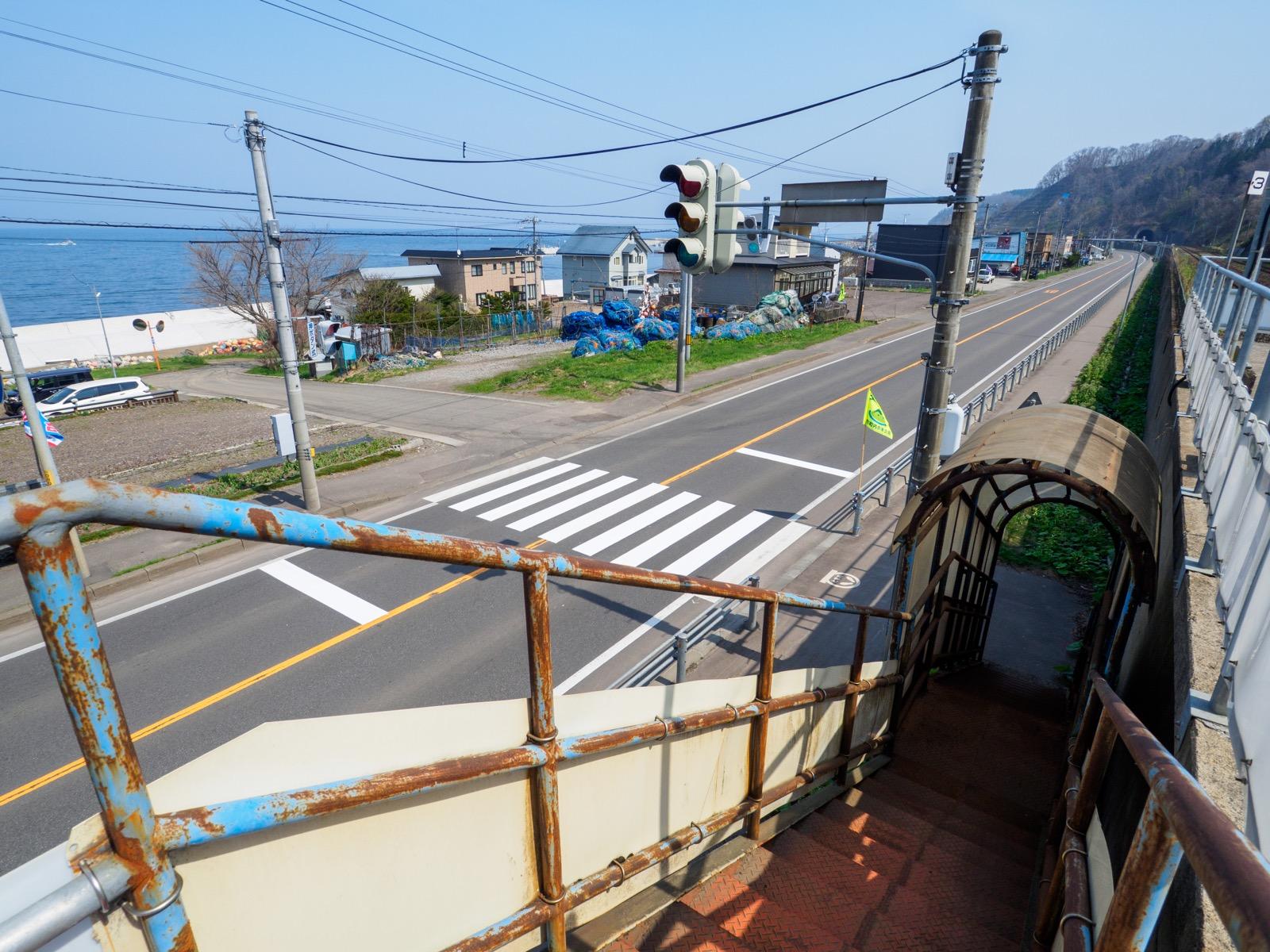本石倉駅から見下ろした国道5号と集落